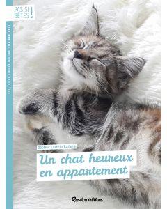 Un chat heureux en appartement